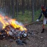 сжигаем мусор на стоянке у АССУ
